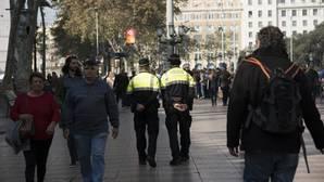 Dos agentes de la Urbana en el centro de Barcelona