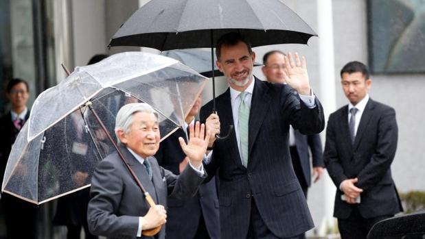 Don Felipe y el Emperador Akihito de Japón llegan al centro de prevención de terremotos en Shizuoka
