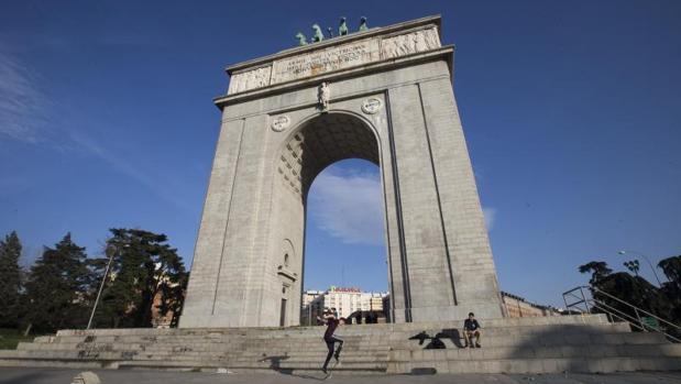 El Arco de la Victoria albergará una sala de exposiciones sobre el frente