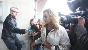 La madre de Diana Quer, hoy a su llegada a los juzgados de Ribeira