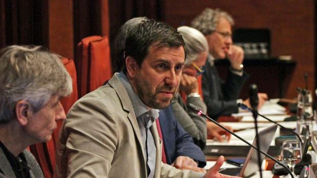 El consejero Antoni Comín durante su comparecencia, hoy, en la Comisión de Salud