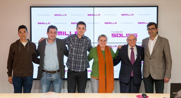 Eduardo Sánchez Butragueño, director de la fundaión Soliss, (a la derecha) con los premiados