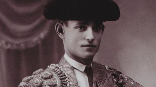 Retrato de Florentino Ballesteros en traje de luces