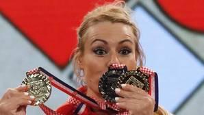Lydia Valentín posa con las medallas conseguidas en el último Europeo de halterofilia