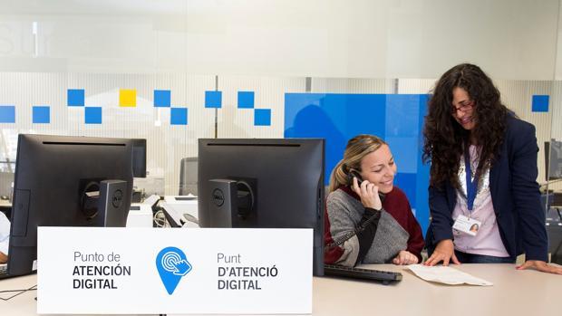Uno de los Puntos de Atención Digital habilitado en una oficina de la agencia tributaria