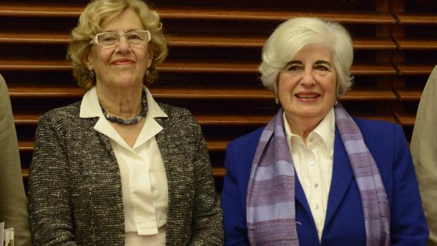 La alcaldesa de Madrid, Manuela Carmena, y la presidenta del Comisionado, Francisca Sauquillo