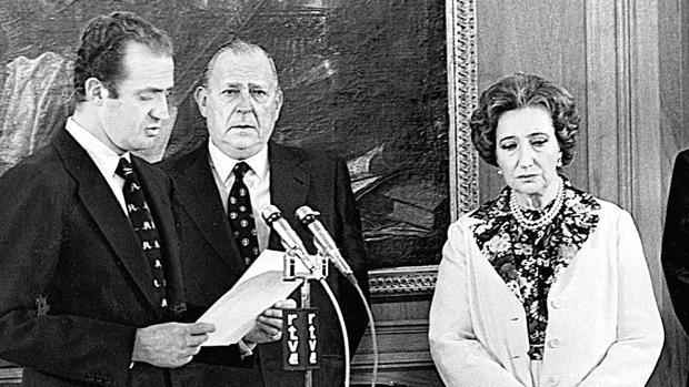 Don Juan de Borbón cede sus derechos dinásticos en favor del Rey Don Juan Carlos I