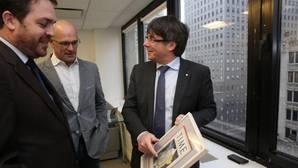 Puigdemont y Romeva, junto al delegado de la Generalitat en los EE.UU, Andrew Scott Davis