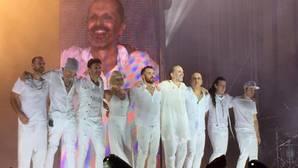 Miguel Bosé con sus músicos, en su último concierto en Alicante, hace dos años