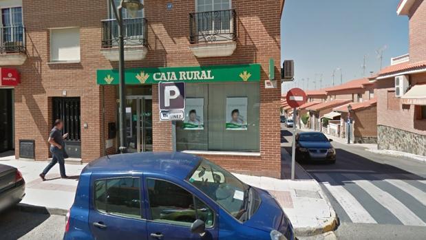 Dos encapuchados atracan una sucursal bancaria en numancia for Caja rural granada oficinas