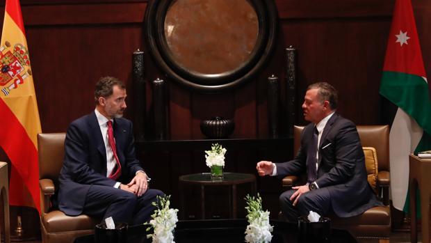 Don Felipe con el Rey Abdalá de Jordania, en la tarde de este viernes en Ammán