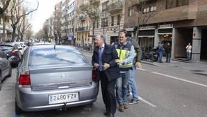 Miguel Bernad durante el registro de la sede de Manos Limpias en la Calle Ferraz de Madrid