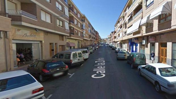 Calle Zarza, en Caudete (Albacete), donde fue hallada muerta la mujer