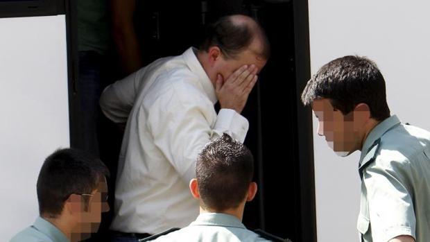 El autor, en el furgón para ir al juicio en 2010