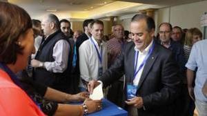 José Julián Gregorio en el momento de votar durante el congreso provincial del PP de Toledo