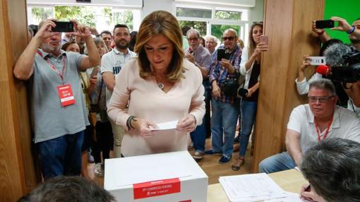 Susana Díaz votando en la la Agrupación Local Triana-Los Remedios