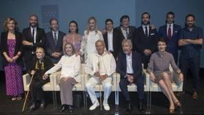 Foto de familia de los galardonados en los premios de la cultura de la Comunidad de Madrid