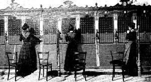 Operadoras de teléfonos en 1901. Revista Blanco y Negro