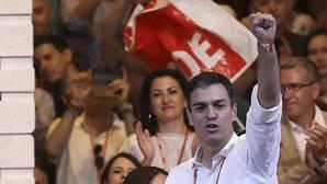 Pedro Sánchez, antes de iniciar su discurso en la clausura del Congreso Federal
