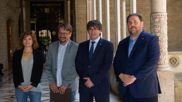 De izquierda a derecha, Alamany, Domènech, Puigdemont y Junqueras, hoy