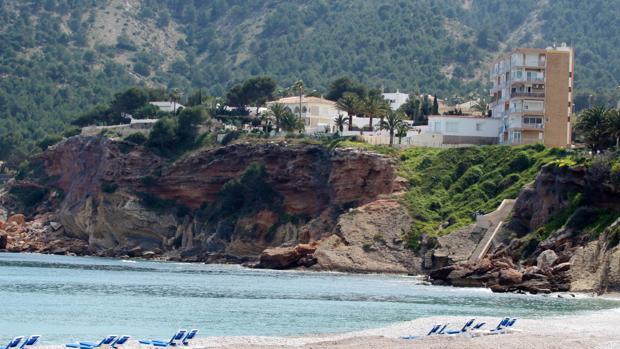 Imagen de la playa del Albir, en la zona en la que ha sido rescatado el senderista