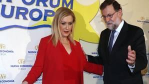 Cristina Cifuentes y Mariano Rajoy,