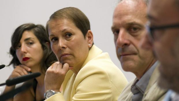Los máximos responsables de Geroa Bai, EH Bildu, Podemos e Izquierda Ezkerra, Uxue Barkos (2i), Adolfo Araiz (2d), Laura Pérez y José Miguel Nuin