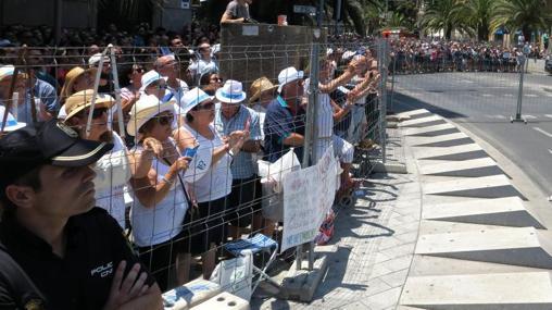 El público llena cada rincón y «racó» de la ciudad de Alicante en fiestas