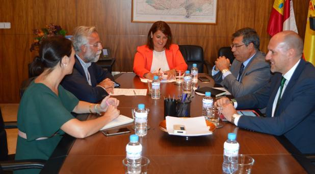 Participantes en la reunión de este lunes