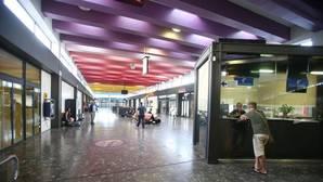 Imagen de los pasillos de la estación de autobuses de Santiago