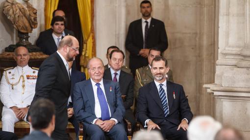 Los dos Reyes, en la aniversario de la UE, en el Salón de Columnas del Palacio Real