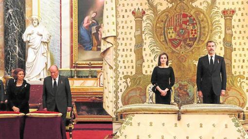 En el funeral de la Infanta Alicia en mayo de este año se dispuso un sitio de honor para Don Juan Carlos y Doña Sofía diferente al de los Reyes