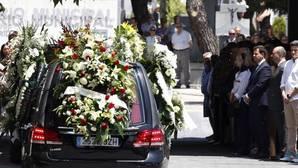Centenares de familiares, amigos y vecinos de Ignacio Echeverría, el joven asesinado en los atentados de Londres