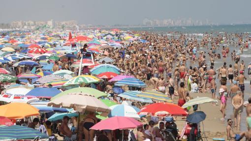Imagen de archivo de la playa de Gandía
