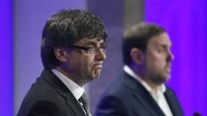 Carles Puigdemont, ayer junto a Oriol Junqueras en el Palau de la Generalitat