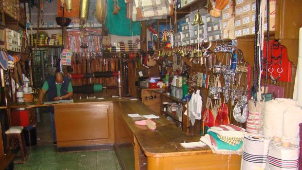 La peculiar tienda donde se encuentra todo tipo de artículos para ganaderos, agricultores y pastores