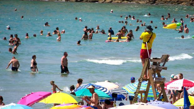 Imagen de archivo del puesto de socorristas de la playa de El Postiguet de Alicante
