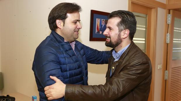 El secretario general del PSOE en Castilla y León, Luis Tudanca, y el secretario general del PSOE de León, Tino Rodríguez,