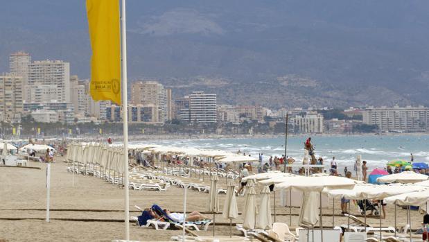 Imagen de archivo de la playa de San Juan de Alicante