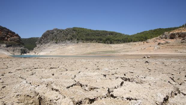 Este martes los pantanos de cabecera han amanecido con 305 hectómetros cúbicos, el 12 por ciento de su capacidad y un 45 por ciento menos que hace un año