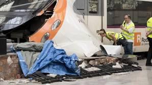 RENFE evalúan los daños producidos en el tren de cercanías que esta mañana sufrió un accidente en la estación de Francia de Barcelona