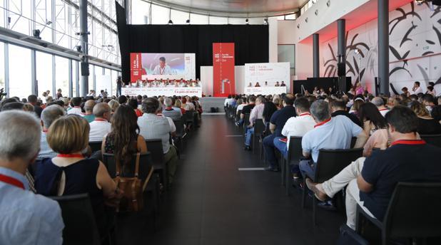 Delegados e invitados en el congreso del PSPV-PSOE en IFA (Elche)