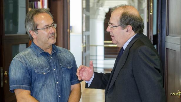 El presidente de la Junta de Castilla y León, Juan Vicente Herrera (dcha), junto al alcalde de Zamora, Francisco Guarido (izda)
