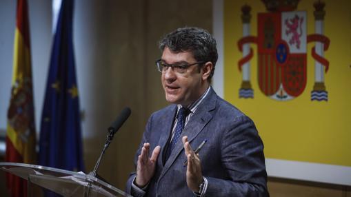 Álvaro Nadal durante el anuncio de la no renovación de Garoña