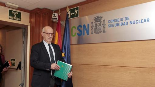 El presidente de Consejo de Seguridad Nuclear (CSN), Fernando Marti Scharfhausen, durante la rueda de prensa, para informar sobre la situación de la Central Nuclear de Garoña