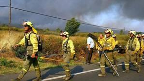 Una brigada, en una foto de archivo en otro incendio en Verín