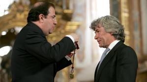 Ángel Nieto cuando recibió el «Pingüino de Oro» de la 25 edición de la concentración motorista «Pingüinos»