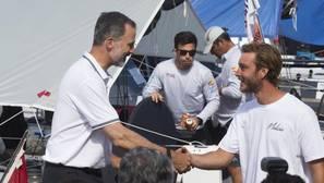 Don Felipe, de camino, se encontró con Pierre Casiraghi