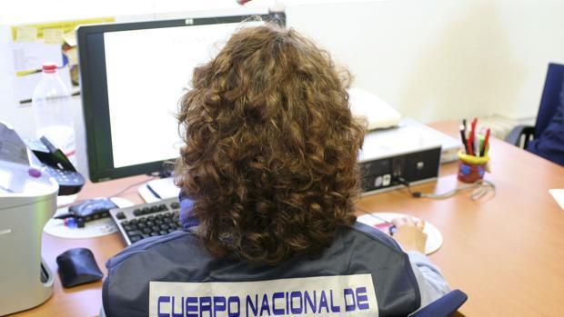 Una agente de Policía