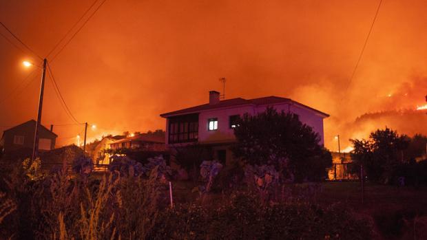Fuego en el pueblo de A Fraira (Vilardevós)